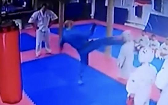 На тренировке тренер ударил ребенка [PUNIQRANDLINE-(au-dating-names.txt) 52