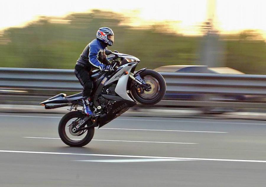 оставляет картинки скорости мотоциклиста чтото иное